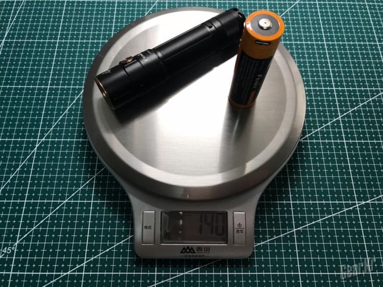 创造令人惊艳的大小,给予令人惊叹的光芒——Fenix E35 V3.0超亮便携EDC手电